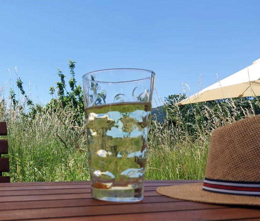 Weinschorle im Dubbe-Glas